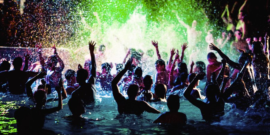 Zrce: night-party in piscina